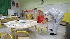 Francia recurre a las restricciones locales y nuevos protocolos en colegios contra la COVID-19
