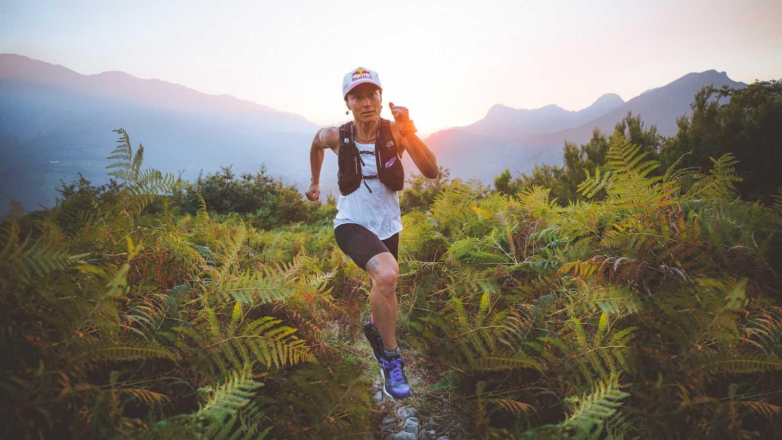 Fernanda Maciel une 'running' con escalada entre San Vicente de la Barquera y Naranjo de Bulnes