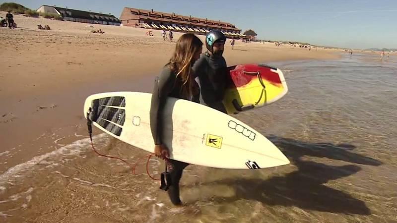 El surf puede ser una estupenda terapia para personas ciegas o con problemas de movilidad
