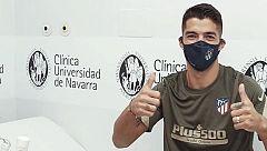 Suárez pasa el reconocimiento médico y ya posa con la camiseta del Atlético de Madrid