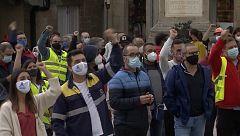 Trabajadores de Alcoa se encierran en los ayuntamientos de Viveiro y Xove