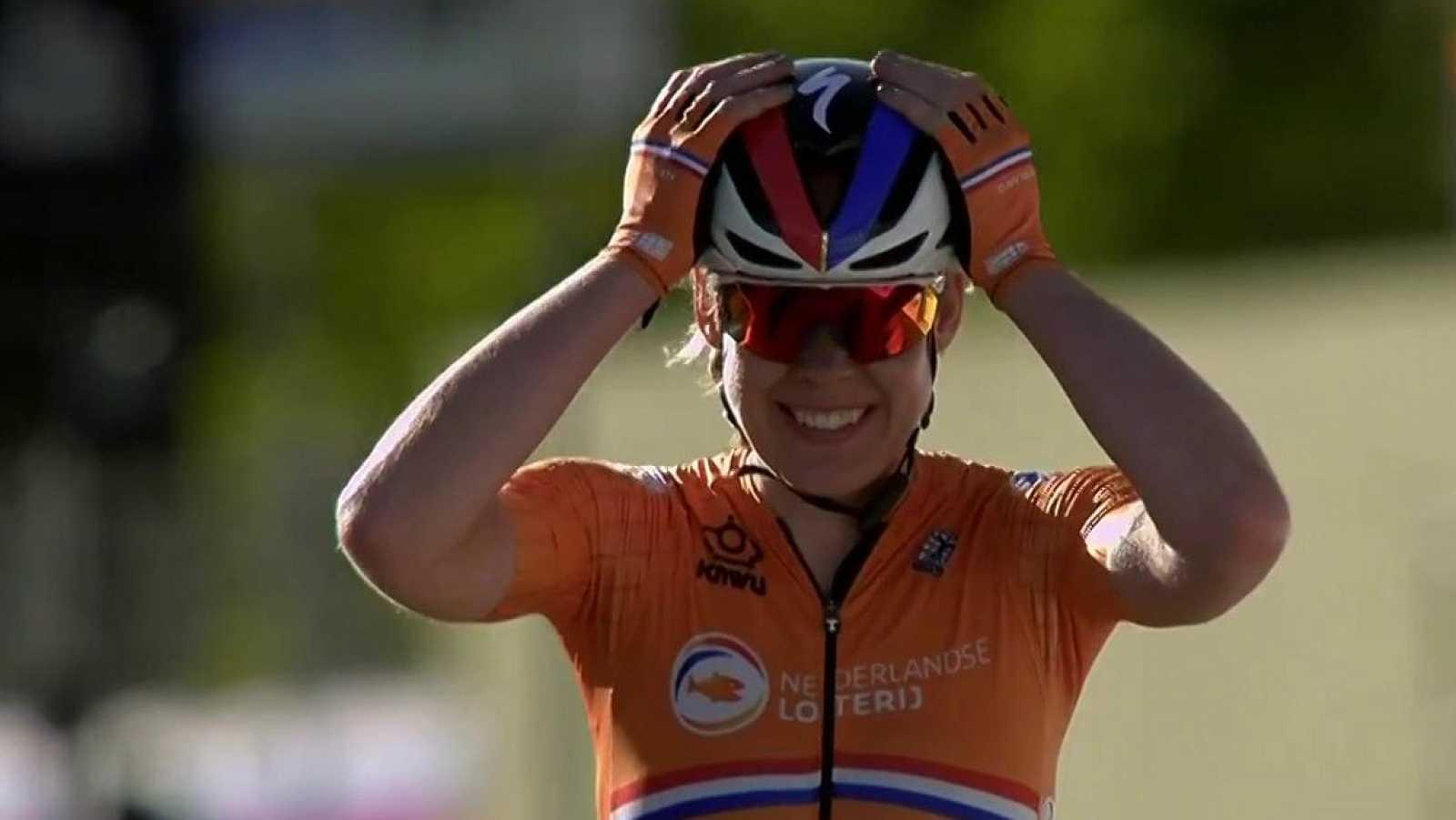 Así ha sido la llegada en solitario de Van der Breggen en la prueba en ruta del Mundial de Imola
