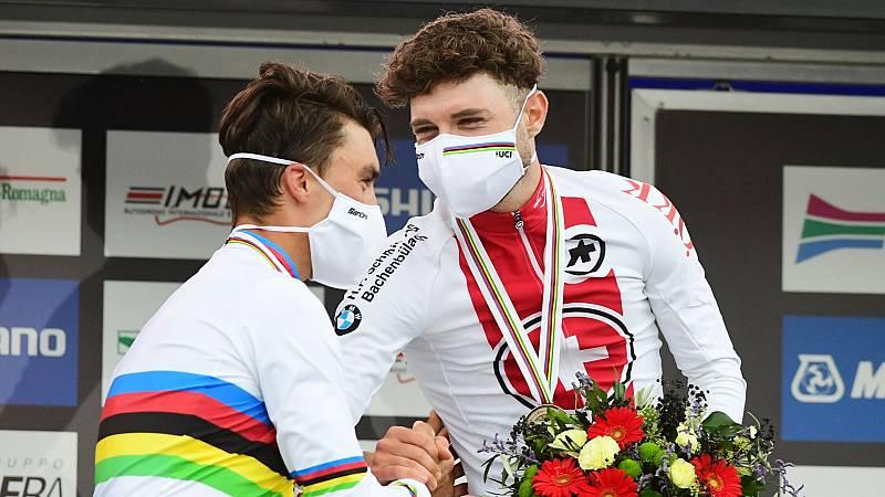Alaphilippe, Van Aert y Hirschi se suben al podio en Imola