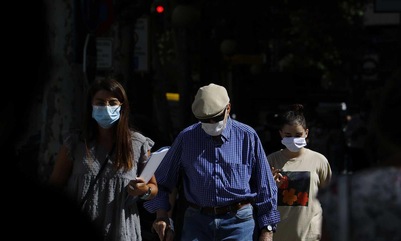 El departamento de Salud vasco prohíbe el uso mascarillas de tela en  hospitales y centros de salud de Gipuzkoa y Vizcaya
