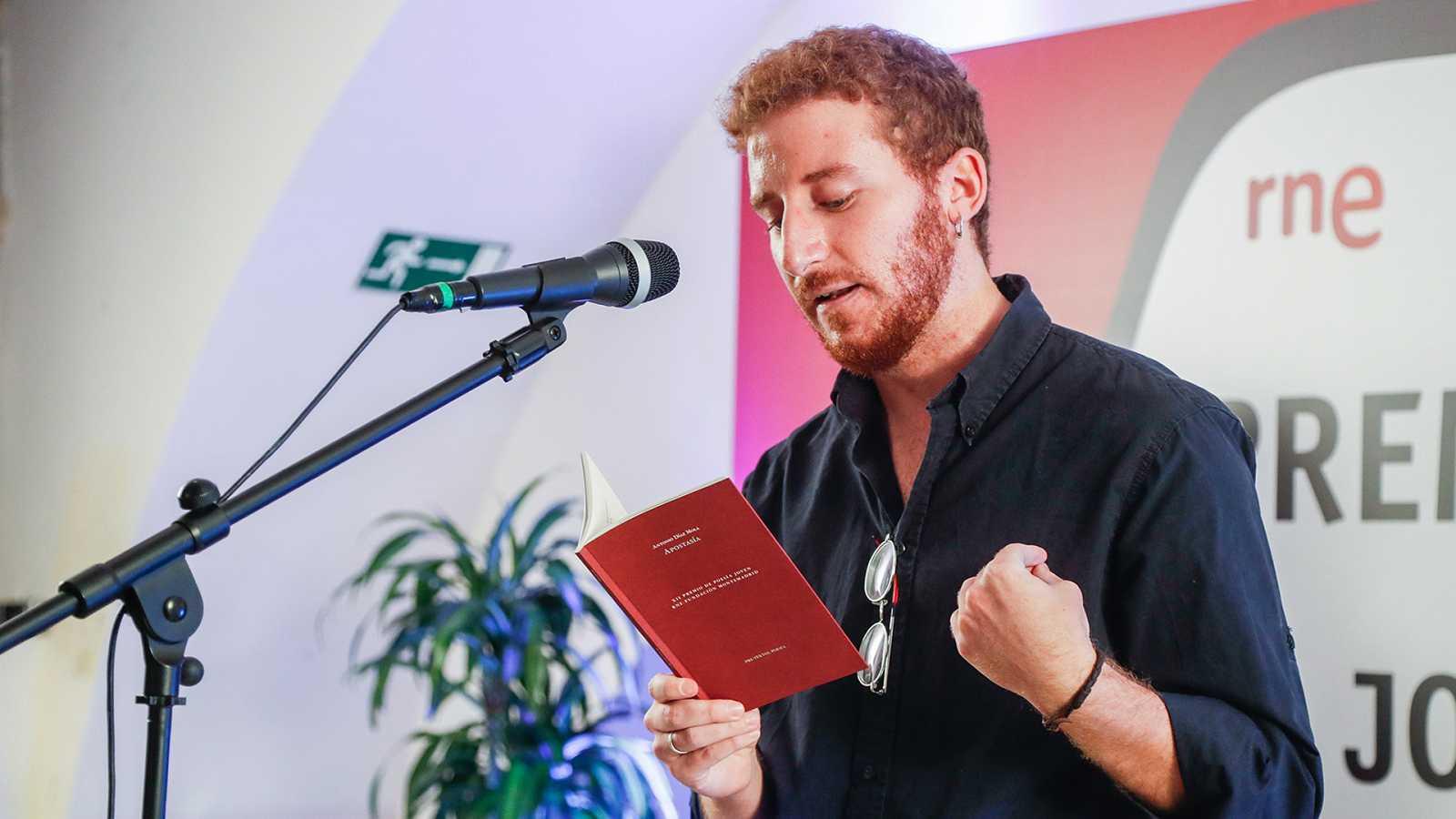 Especiales RNE - Antonio Díaz Mola recoge el XII Premio de Poesía Joven RNE y Fundación Montemadrid - Ver ahora