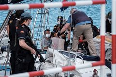 Incautan 35 toneladas de droga en la mayor operación por mar contra el tráfico de hachis en España
