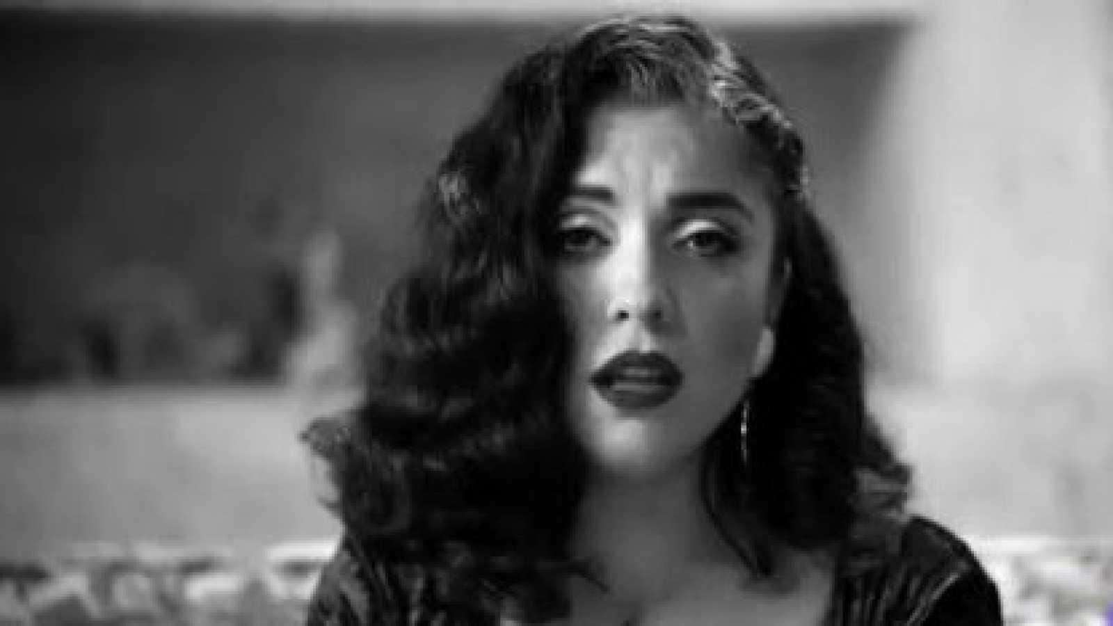 La cantante chilena Mon Laferte presenta su nuevo disco con un dueto con Alejandro Fernández