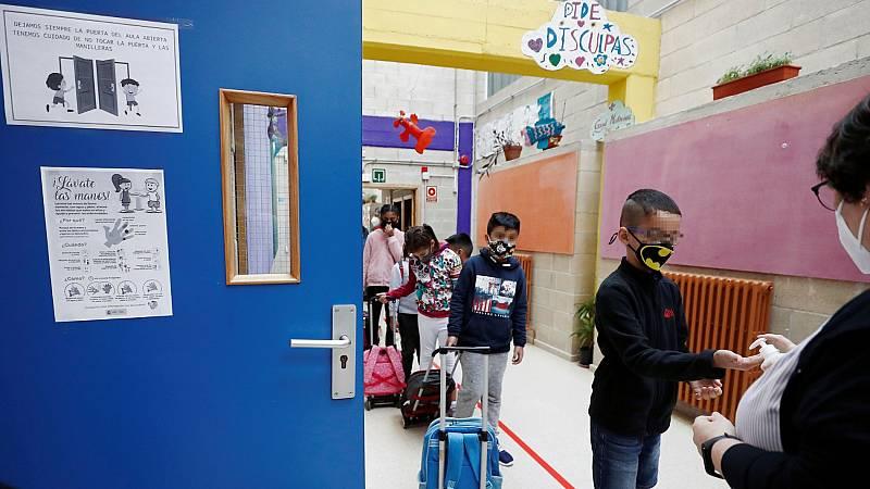 """Simón agradece a la comunidad educativa el esfuerzo realizado: """"Hasta ahora el impacto de la vuelta al colegio está siendo muy limitado"""""""