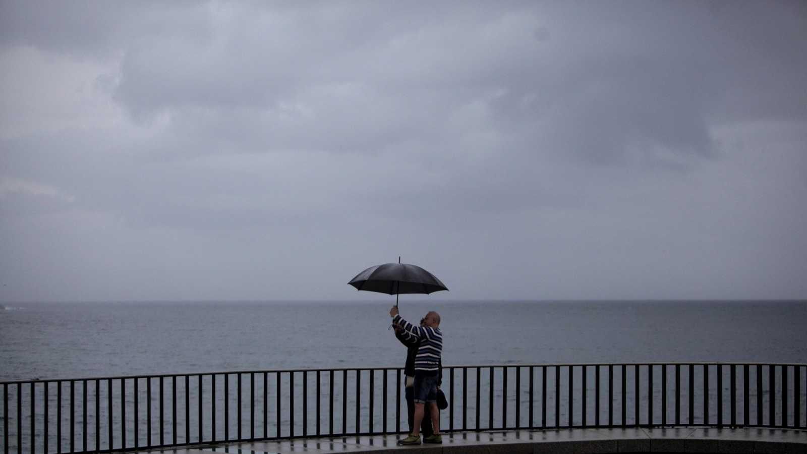 La borrasca 'Alex' entra en España: lluvia, vientos de 100 kilómetros por hora y desplome de las temperaturas