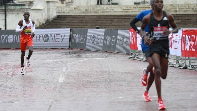Kipchoge se descuelga de la cabeza en los últimos kilómetros del maratón de Londres
