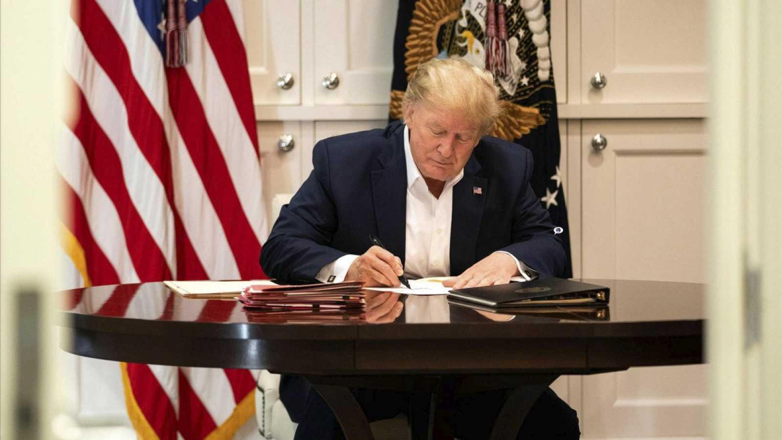 """Trump reaparece tras los rumores sobre su salud y asegura que está """"mejor"""""""