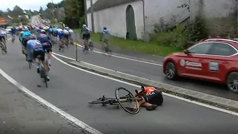 Inicio accidentado en la Lieja-Bastoña-Lieja con varios afectados