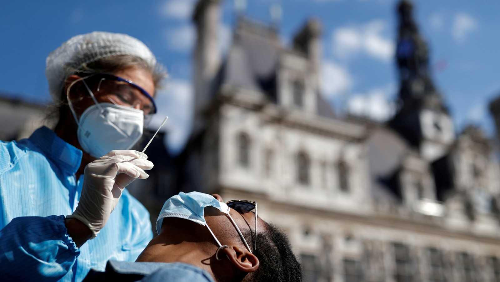 París entra este lunes en alerta máxima por la expansión de la pandemia de coronavirus