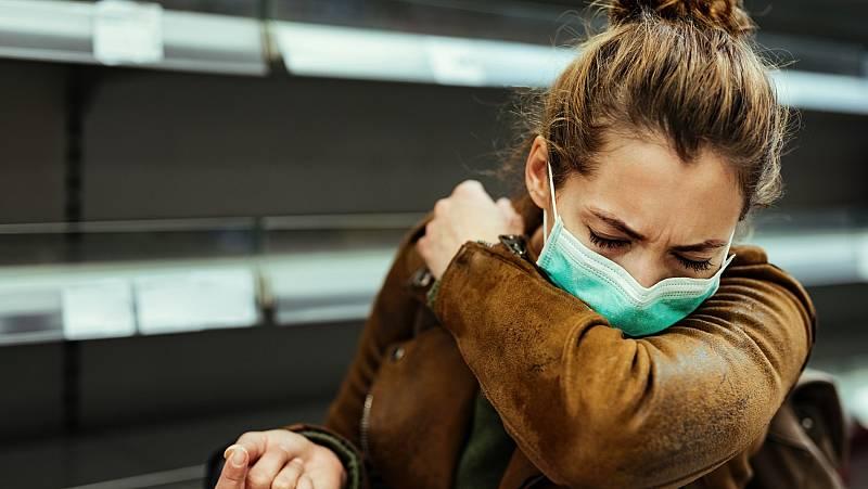 """Los científicos urgen a tomar medidas ante """"una evidencia abrumadora"""" de la transmisión del coronavirus por aerosoles"""