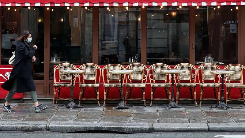 París se enfrenta a su primer día de cierre de bares y cafés
