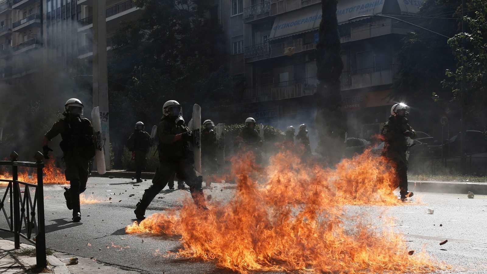 Disturbios en Grecia tras la sentencia que declara al partido neonazi Amancer Dorado culpable de dirigir una banda criminal