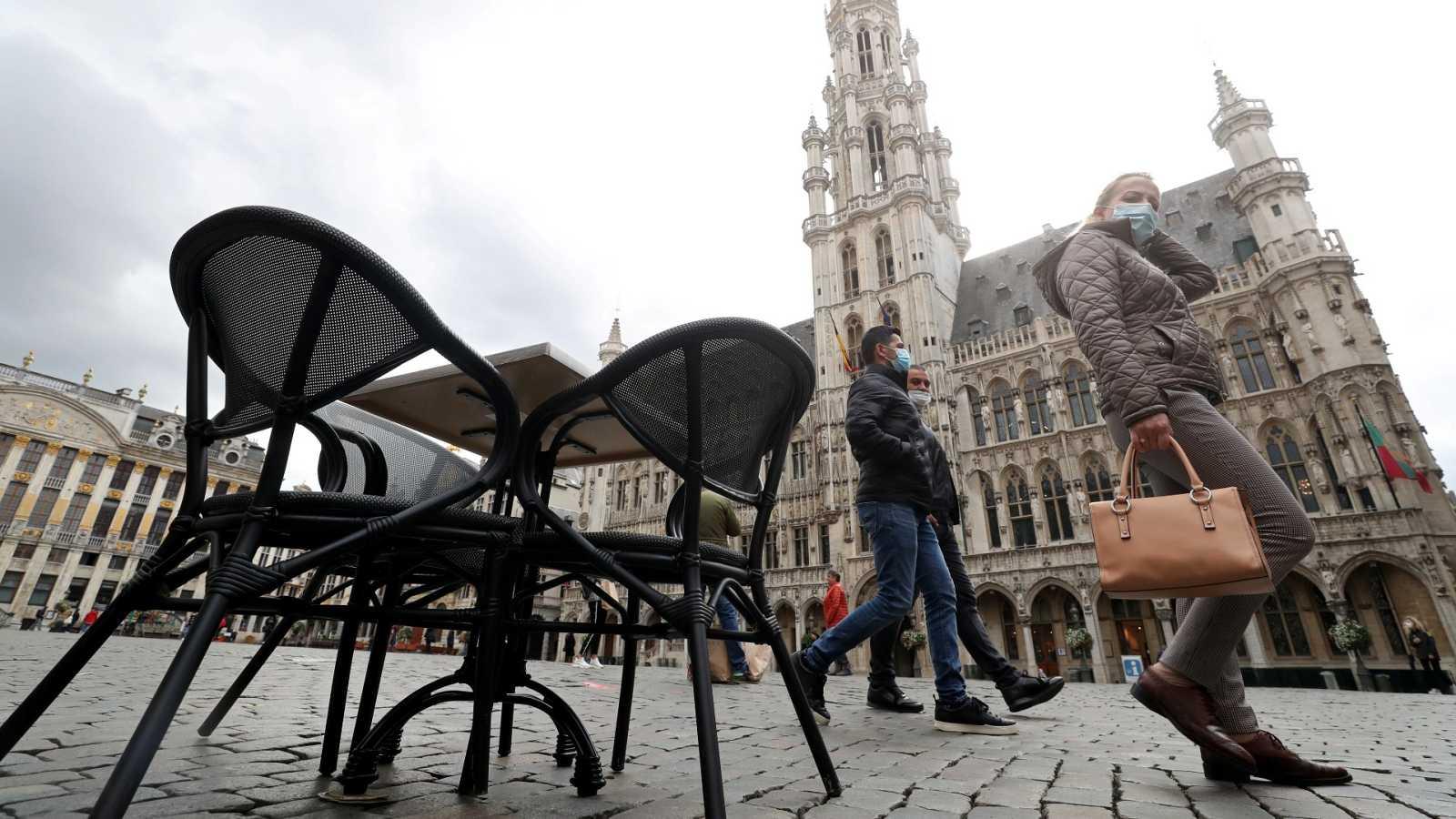 Bruselas cierra bares para controlar la Covid-19