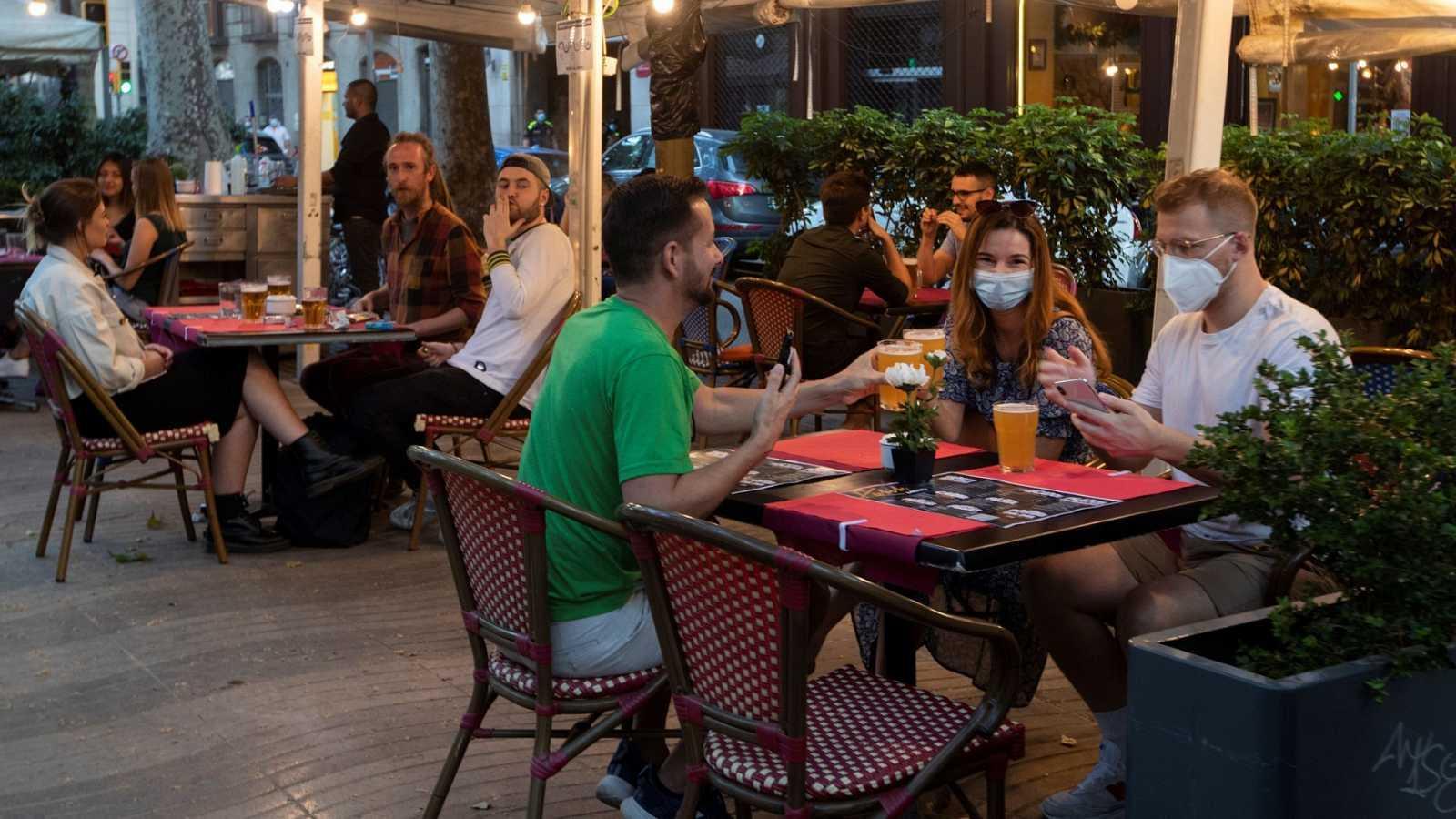 Se mantienen las limitaciones a los hosteleros de Madrid, aunque hayan decaído las restricciones a la movilidad