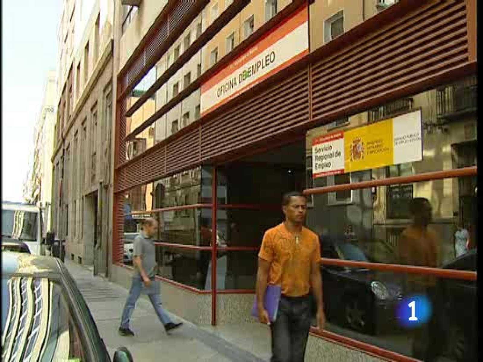 Muchos parados se han acercado hoy a las oficinas de empleo buscando información sobre la ayuda de 420 euros