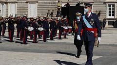 El rey homenajea a los caídos y la patrulla 'Águila' se despliega en Madrid
