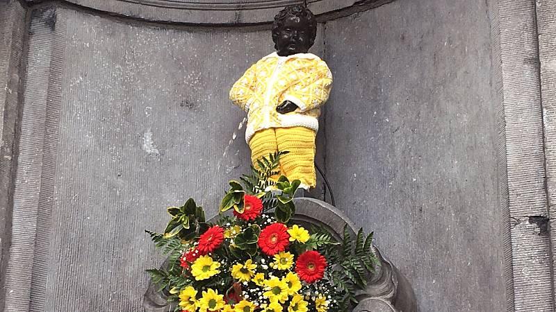 El Manneken Pis homenajea a los sanitarios españoles y belgas