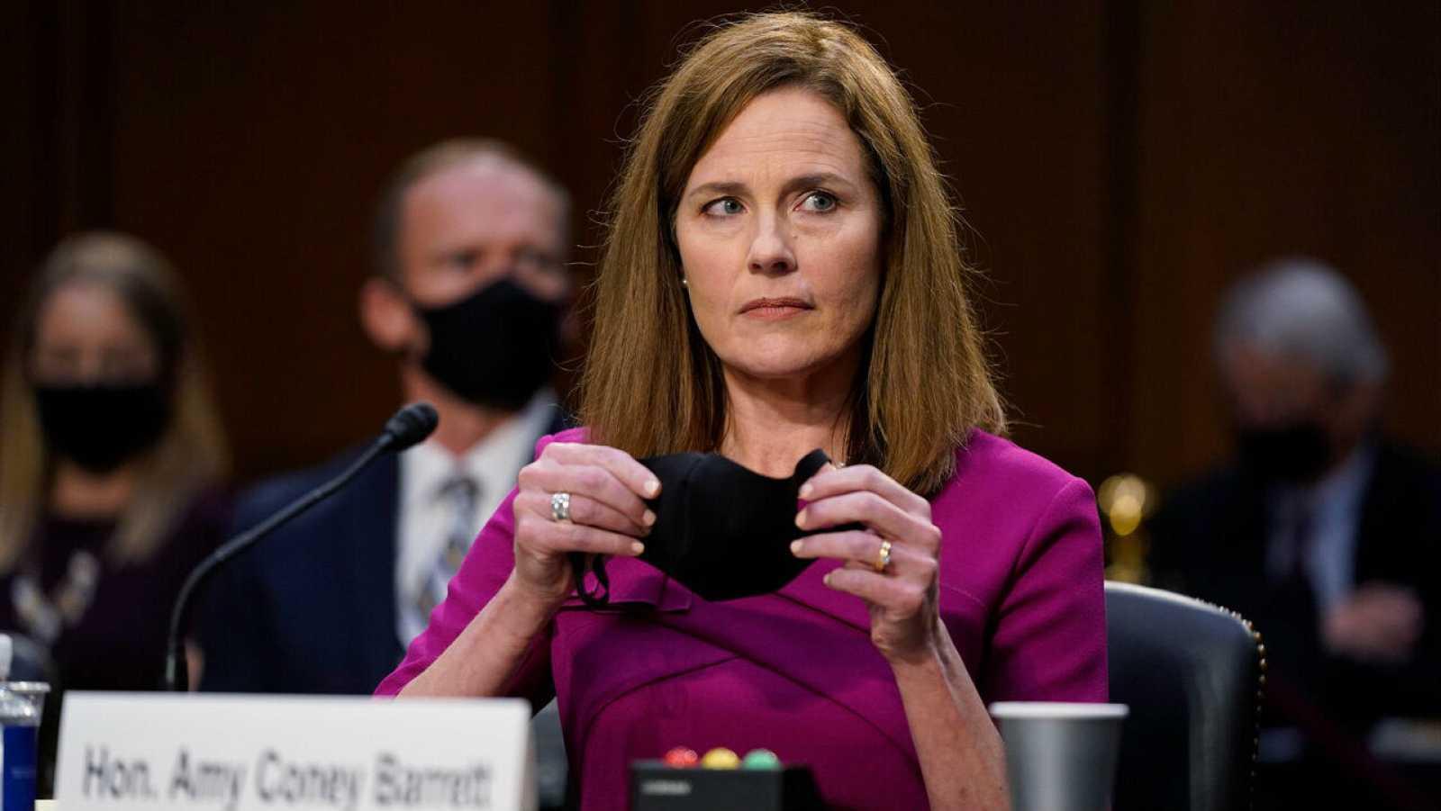 """Los demócratas ponen el """"Obamacare"""" en el centro del debate sobre la candidatura de Barrett el Supremo"""