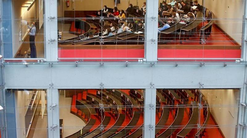 Las universidades de Cataluña tendrán las clases teóricas por videoconferencia durante 15 días