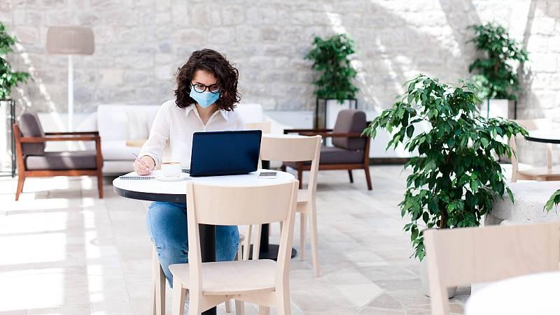 Hoteles transformados en oficinas de teletrabajo para resistir al coronavirus