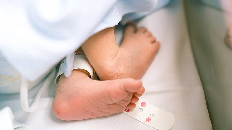 ¿Cómo afecta el citomegalovirus a los bebés?