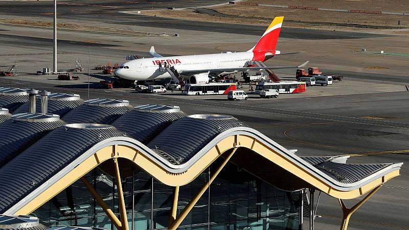 Multas de hasta de 31.000 euros para 131 controladores por el caos aéreo de 2010