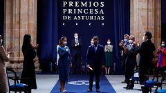 El reconocimiento a los sanitarios, protagonista en unos Premios Princesa de Asturias marcados por la pandemia