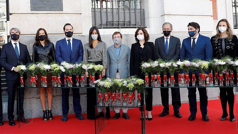 La Comunidad de Madrid rinde homenaje a las víctimas del Covid con una placa y una corona de laurel