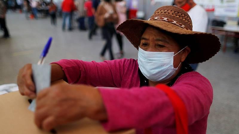Bolivia celebra elecciones presidenciales con la ausencia de Evo Morales