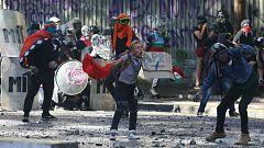 Miles de personas en Chile conmemoran el aniversario de las protestas contra el Gobierno