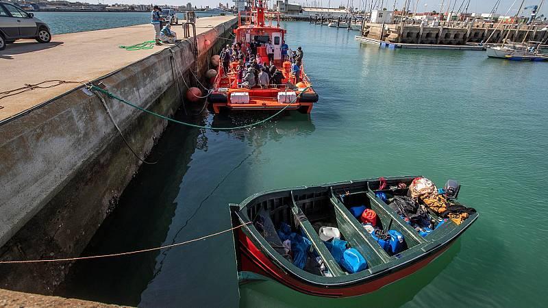 El drama de la inmigración ilegal que llega en pateras a las costas de Canarias y Cádiz