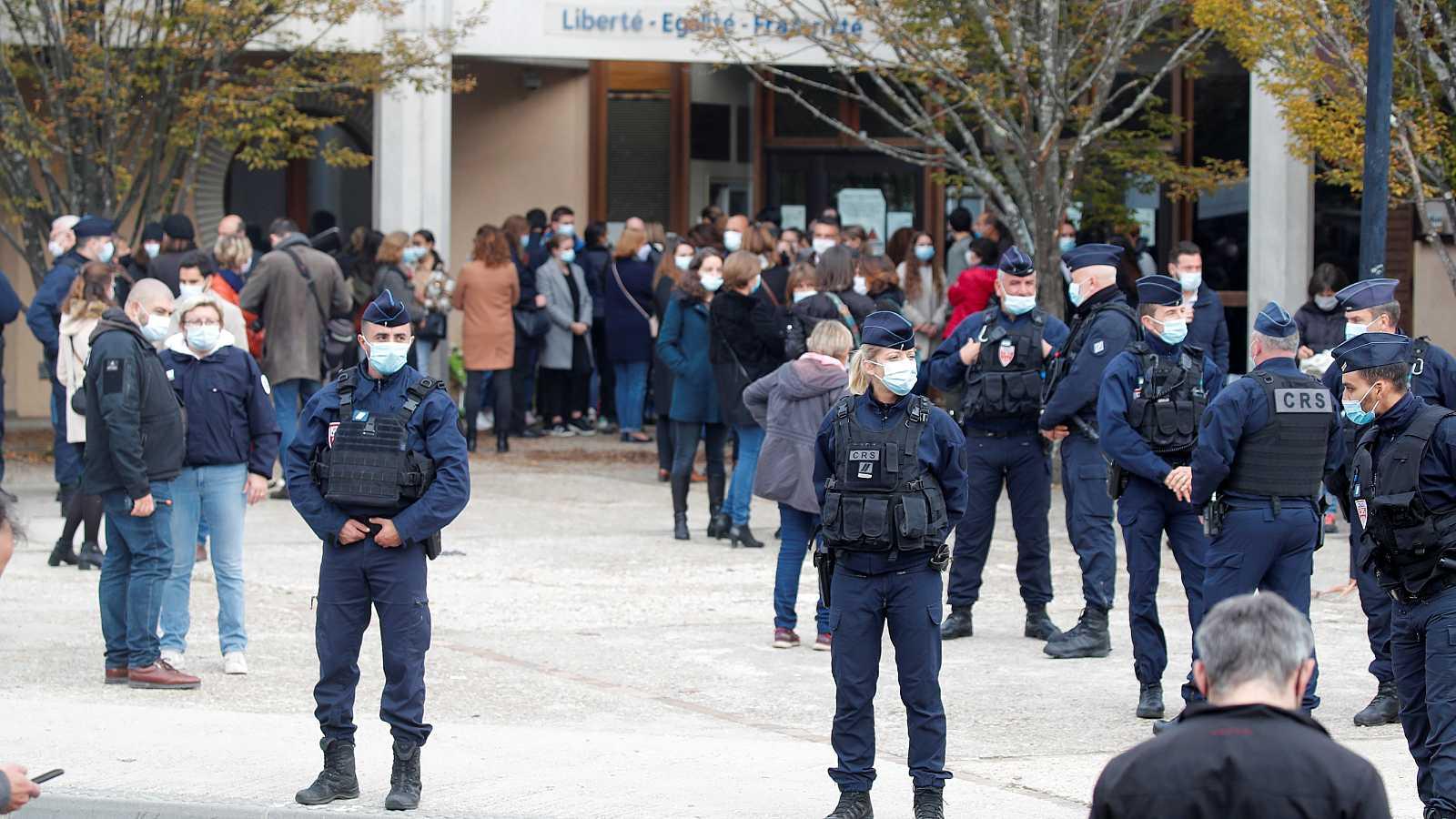 Francia intensifica las operaciones policiales contra el yihadismo tras la decapitación del profesor Paty