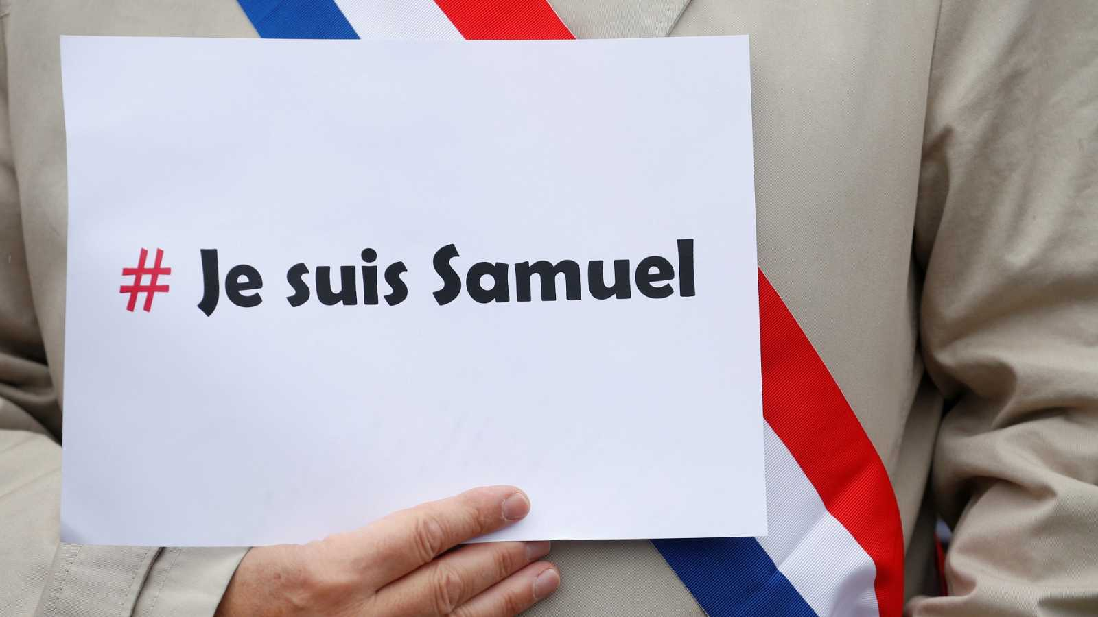 Los imanes franceses homenajean al profesor decapitado