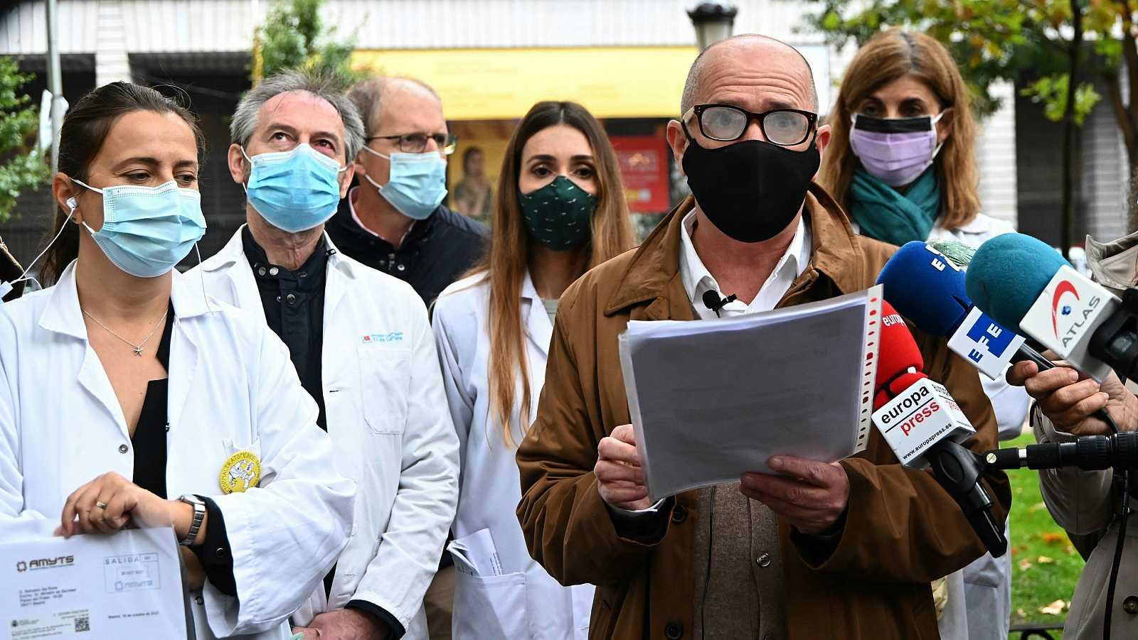 Los sanitarios denuncian la precariedad del sistema en plena segunda ola