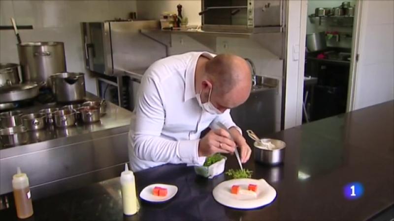 Celebramos el 'Día del Chef' visitando el pueblo más pequeño con un restaurante con una Estrella Michelin