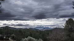 Precipitaciones localmente fuertes o persistentes en amplias zonas del oeste peninsular y de las islas occidentales de Canarias, muy abundantes en el sistema Central