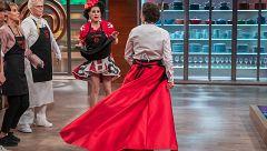 La espectacular falda de Josie y la preocupación de Flosie
