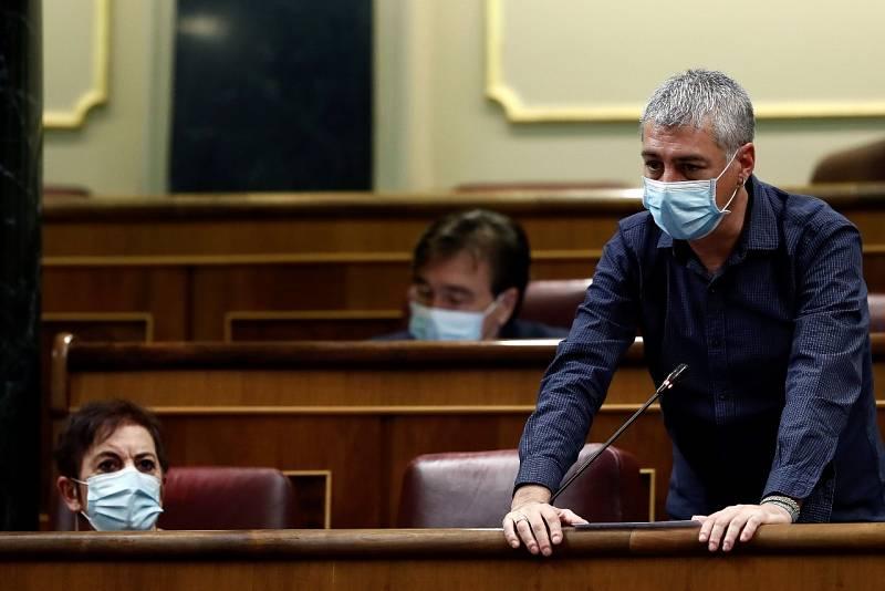 """Bildu pide """"reparación a todas las víctimas"""" tras la lectura de Abascal de los nombres de asesinados por ETA"""