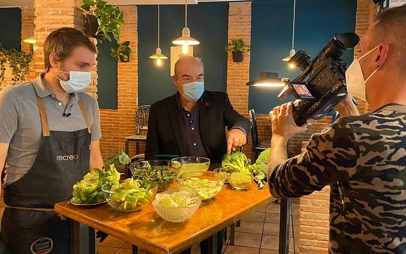 Aquí la Tierra - Antonio Resines desmitifica el supuesto mal sabor del brócoli: ¡aprendemos a cocinarlo!