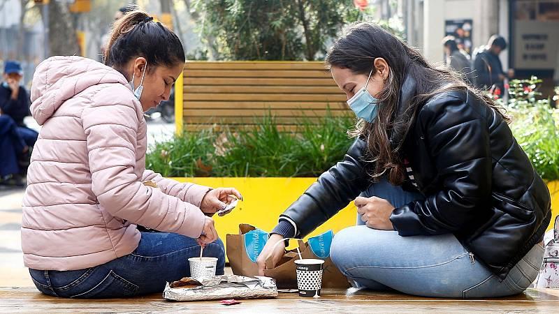 Reuniones con familiares y amigos, los principales focos de contagio de COVID-19 en España