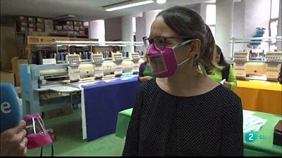 Mascaretes per a sords i debat sobre el peatge urbà a Barcelona ciutat.