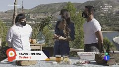 El actor Antonio Velázquez prepara choto en salsa de almendras