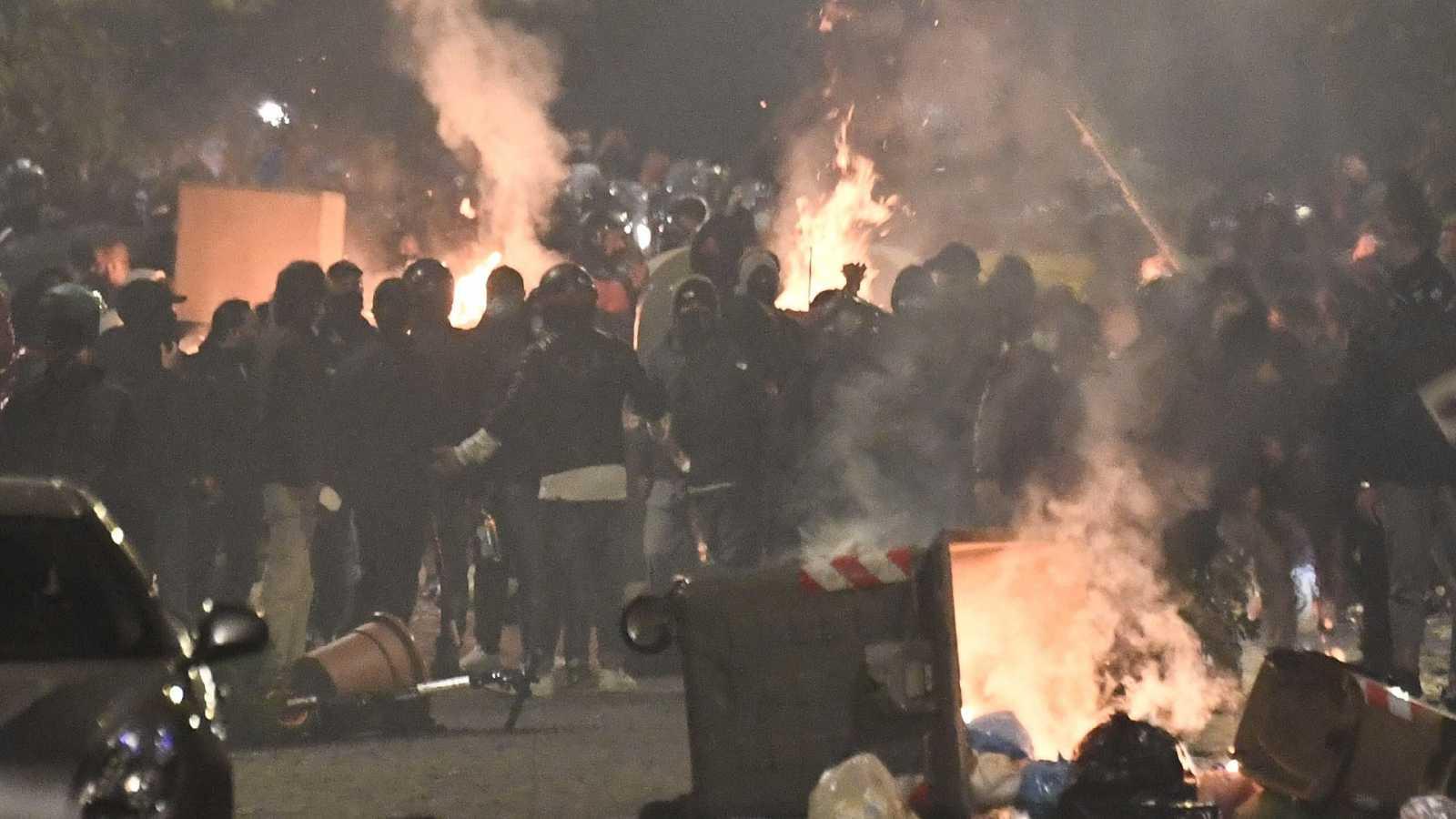 Noche de enfrentamientos en Nápoles por el toque de queda
