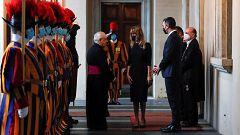 El papa se reúne con Sánchez en el Vaticano en la primera visita de un presidente español desde 2013