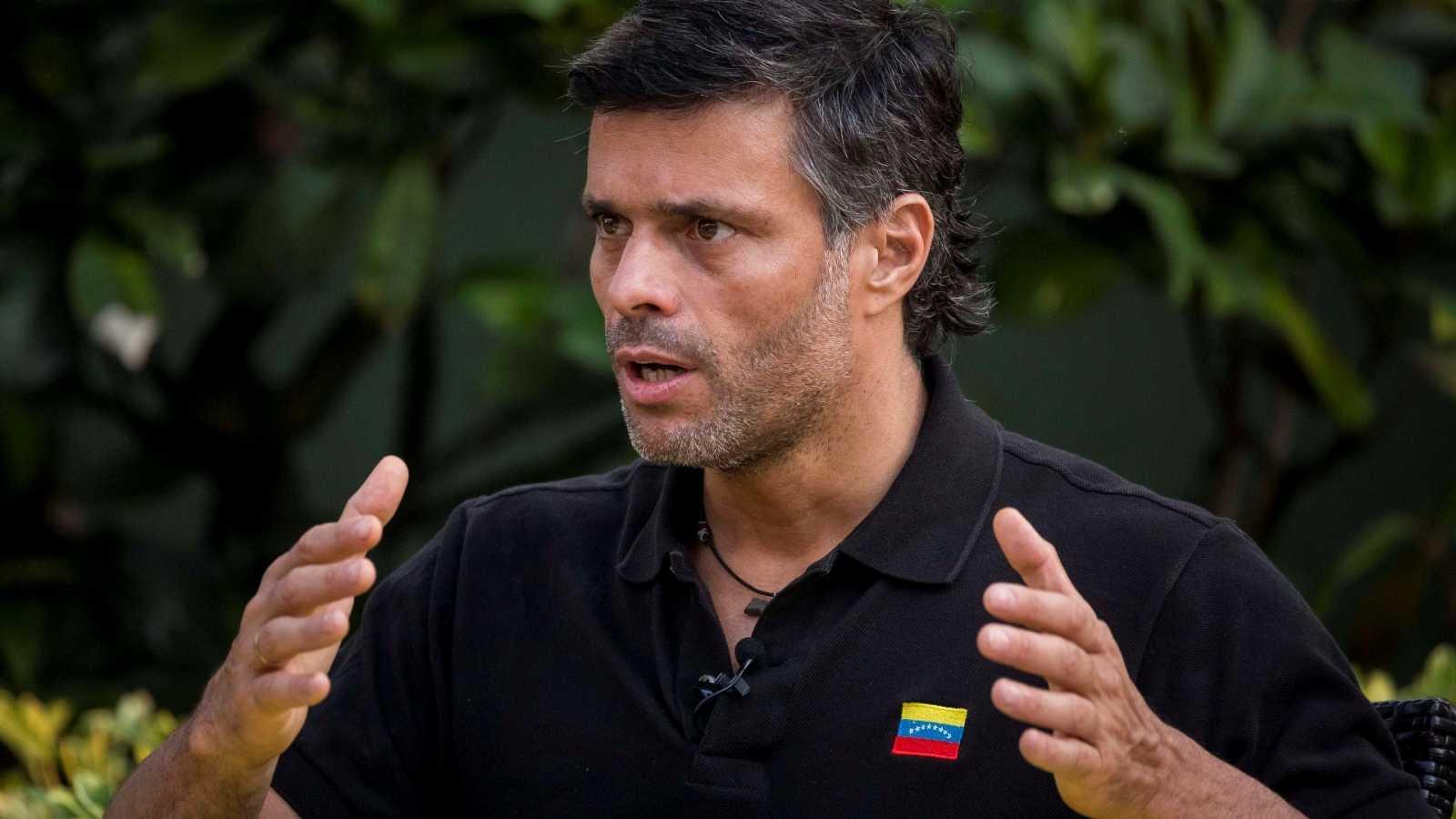 Leopoldo López abandona la embajada española en Caracas y sale de Venezuela