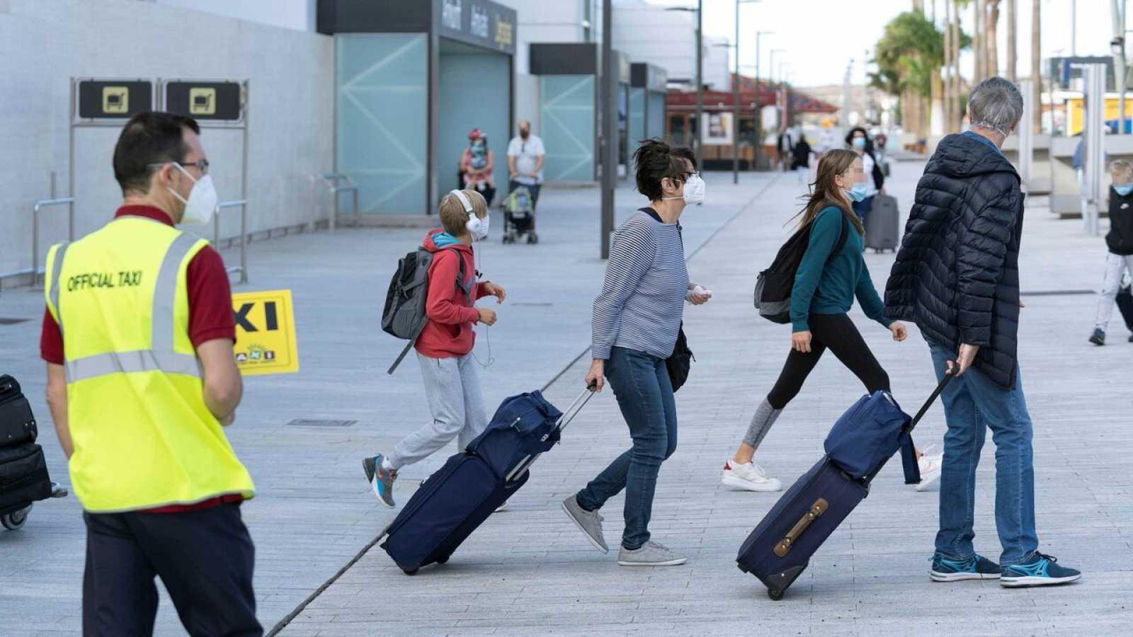 Canarias arranca la temporada alta de turistas con optimismo